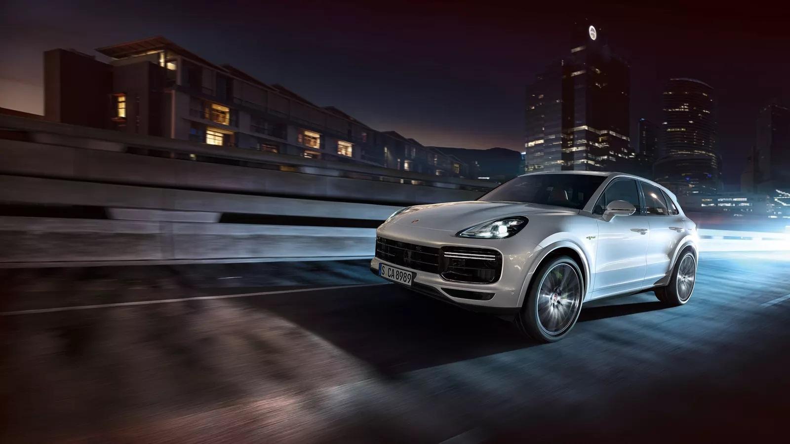 بورش Cayenne Turbo S E-Hybrid الجديدة 2020
