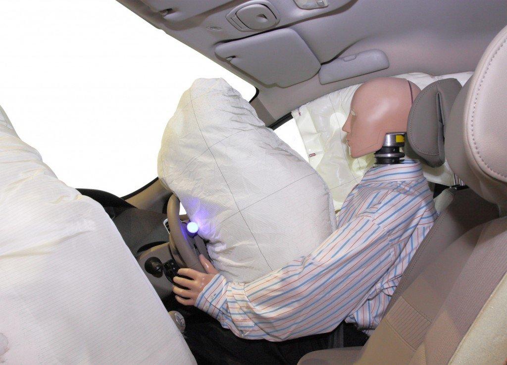 كيف تعمل الوسادة الهوائية على حمايتك من الحوادث؟ سيارات