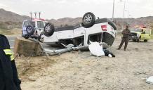 انقلبت سيارة تقودها سيدة في منطقة تهامة الحجرة بالباحة داخلها طفلان