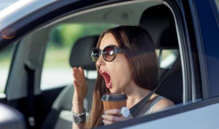 10 نصائح للقيادة بتركيز والبقاء في حالة يقظة