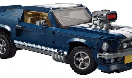 شارات GT وعجلات بخمس شعاب وإطارات توفر قدرة عالية للثبات على الطرقات