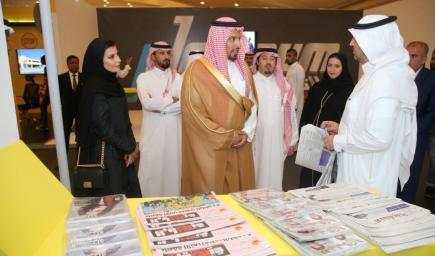 الأمير خالد بن سلطان الفيصل،في جناح المجموعة السعودية للأبحاث