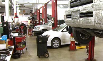 صالات بيع السيارات المستعملة