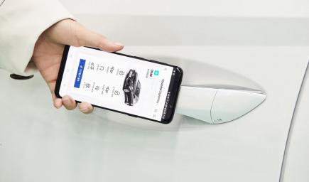 تشغيل السيارة بتطبيق على التليفون المحمول