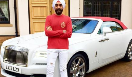 ملياردير هندي يجمع الروز رويس حسب لون عمامته