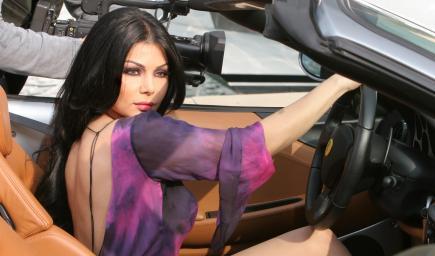 هيفاء وهبي وسيارة الفراري