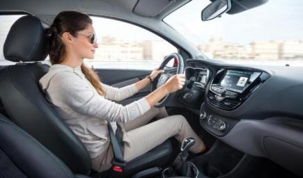 الجلوس الصحيح أولى خطوات النجاح والسلامة لقائدة السيارة