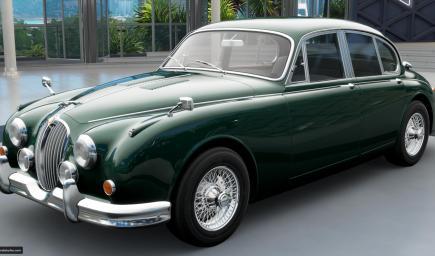سيارة الجاغوار المحتفظة بلونها الأصلي
