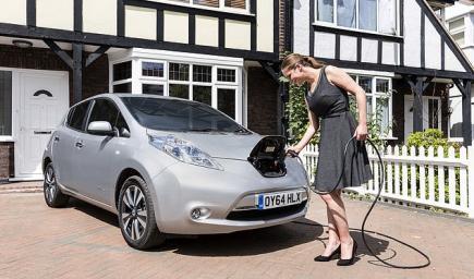 دعت وزارة النقل البريطانية مالكي السيارات الكهربائية إلى شحنها خارج أوقات الذروة
