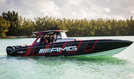 تعاون مرسيدس لصنع قارب سريع