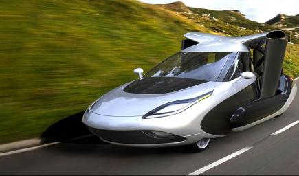 أول سيارة يمكن أن تتحول إلى طائرة