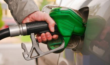 يجب التأكد من نوعية البنزين المسموح به حسب طاقة المحرك