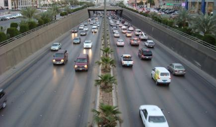 توقعات بزيادة الأحمال على الطرق بمقدار 40% بعد قيادة المرأة السيارة
