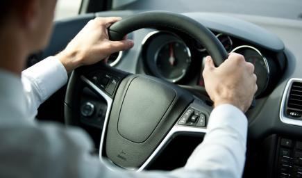 ممارسات وأخطاء ترتكب أثناء القيادة