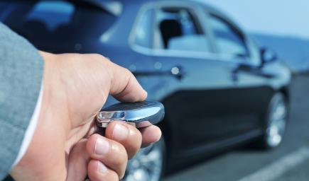 نصح نادي السيارات الألمانية باستعمال مفتاح التحكم عن بُعد للنظام بالقرب من السيارة فقط
