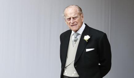 أخفى الأمير فيليب إصابة يده بجرح وكسر من الحادث