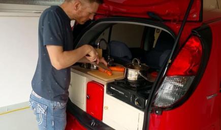 مطبخ صغير يمكن وضعها في شنطة أي سيارة