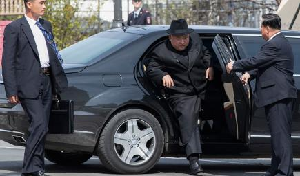 """ما هو سر امتلاك زعيم كوريا الشمالية كيم جونغ سيارات """"مرسيدس بولمان"""" المحظورة على بلاده؟"""