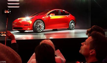 الاختراق تم في سيارة تيسلا سيدان الموديل الثالث الجديدة التي ستباع بسعر معتدل