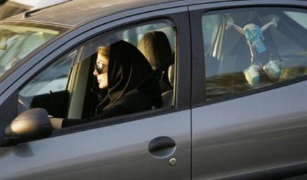 القيادة دون إصدار عقوبتها الغرامة المالية بما لا يقل عن 500 ريال