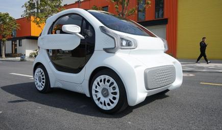 سيارة كهربية باستخدام طابعة ثلاثية الأبعاد