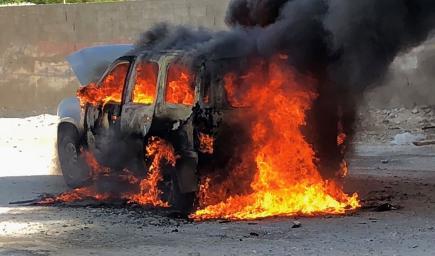 السيارة تحترق