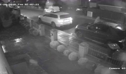 من لحظة سرقة السيارتين