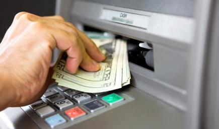 من المصرف الآلي لدى أي بنك انت تتبع له
