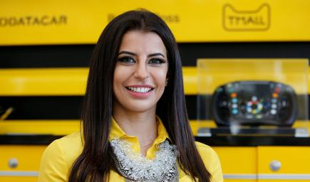 أسيل أحمد مسؤولة عن قسم سيارات الرياضة بمجلة روزا اوتو ماغازين