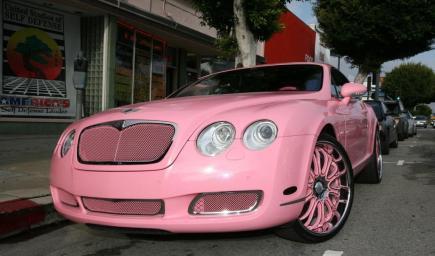 سيارة باريس هيلتون بنتلي كنتيننتال جي تي باللون الوردي