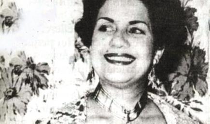 شافيّة رشدي مطربة وممثلة تونسية كانت اول امراة في تونس تقود سيارة