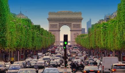 باريس تعجّ بالسيّارات ليلًا ونهارًا