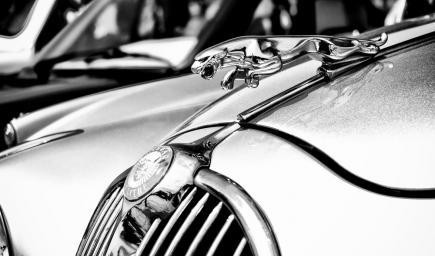 """سيارة """"جاجوار F-Type"""" على قمة السيارات الأجمل في العالم"""