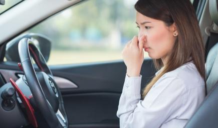 تظهر رائحة بنزين داخل سيارتك عند التزود بالبنزين
