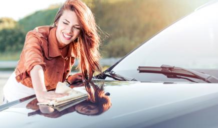 تعتبر العناية بالسيارة داخلياً وخارجياً أمراً مهماً للغاية للحفاظ على رونق السيارة