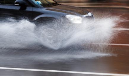السيارات المتضررة من المطر