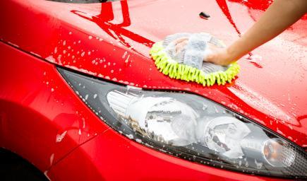 تنظيف السيارات