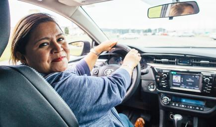 استقدام خادمات يحملن رخصة قيادة