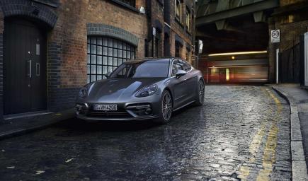 ستركز شركة بورش على إنتاج سيارات البنزين والهايبرد والكهرباء بدءا من عام 2019