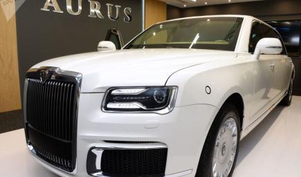 سيارة الرئيس الروسي فلاديمير بوتين باللون الأبيض لأول مرة في أبو ظبي