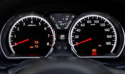 اللمبات التحذيرية في سيارتك تنذر بوجود مشاكل تعرف عليها