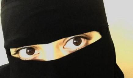"""""""وردة"""" فتاةٌ سعودية طموحة، استغلت قرار السماح للمرأة بقيادة السيارة بالعمل سائقة لدى """"كريم"""""""