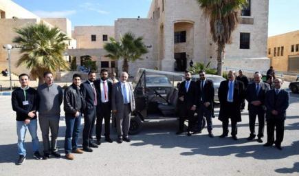 طلبة أردنيون يخترعون سيارة تعمل بالطاقة الشمسية