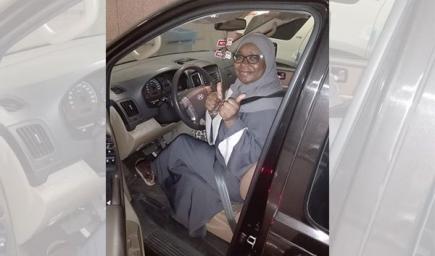 أميمة علي قاضي أول سائقة تزور المسجد النبوي