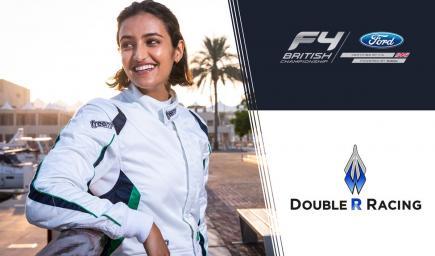 أول سائقة سعودية في بطولة فورمولا4 البريطانية