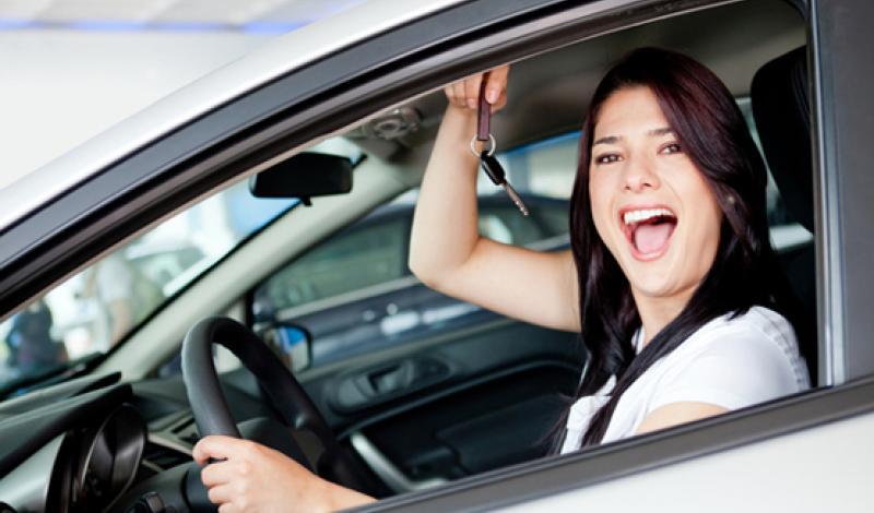 مسمى الوظيفة شرط لحصول المقيمات على رخصة القيادة