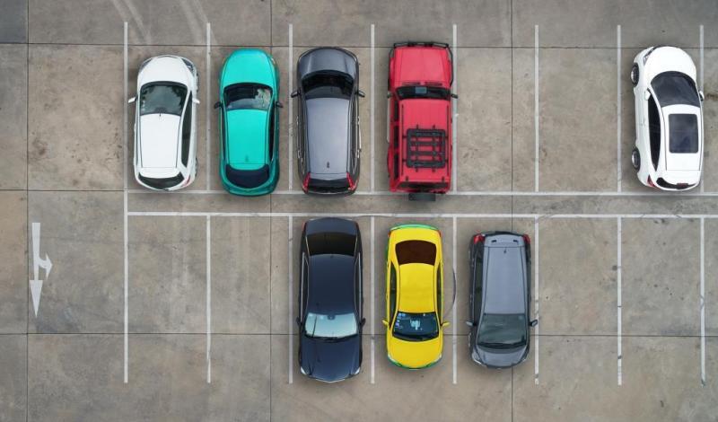 ما هو رقم الموقف الذي تتواجد فيه السيارة