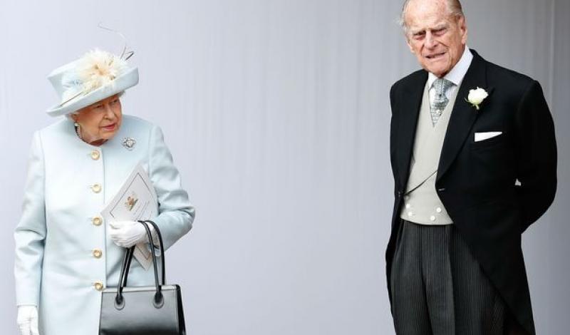 هل لعبت الملكة إليزابيث دوراً مؤثراً لإقناع زوجها بالتخلي عن القيادة للأبد؟