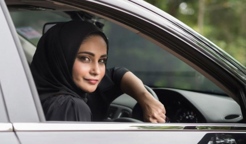 17 سيدة يشاركن في دورة القيادة الآمنة والسلامة المرورية