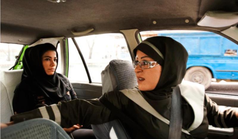 المرأة السعودية تقود سيارة الاجرة العائلية قريبا
